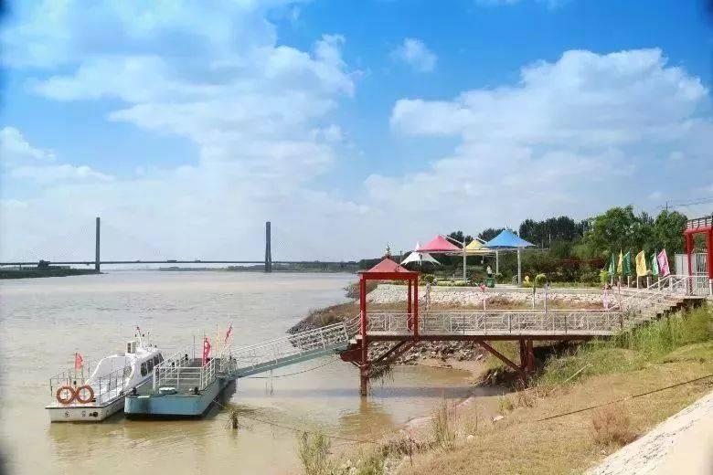 """""""利津黄河生态公园""""水利风景区是依托黄河丰富的自然资源和人文"""