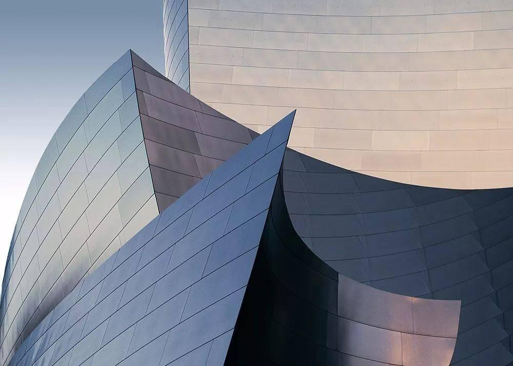 弗兰克·盖里 | 5个案例读懂建筑大师解构主义的材料图片